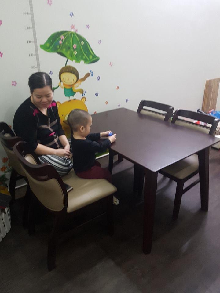 Giao bàn ăn 4 ghế gỗ sồi cho khách