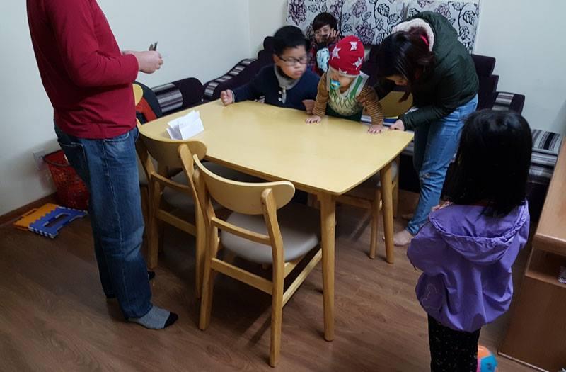 Giao tiếp bộ bàn ăn 4 ghế gỗ cao su