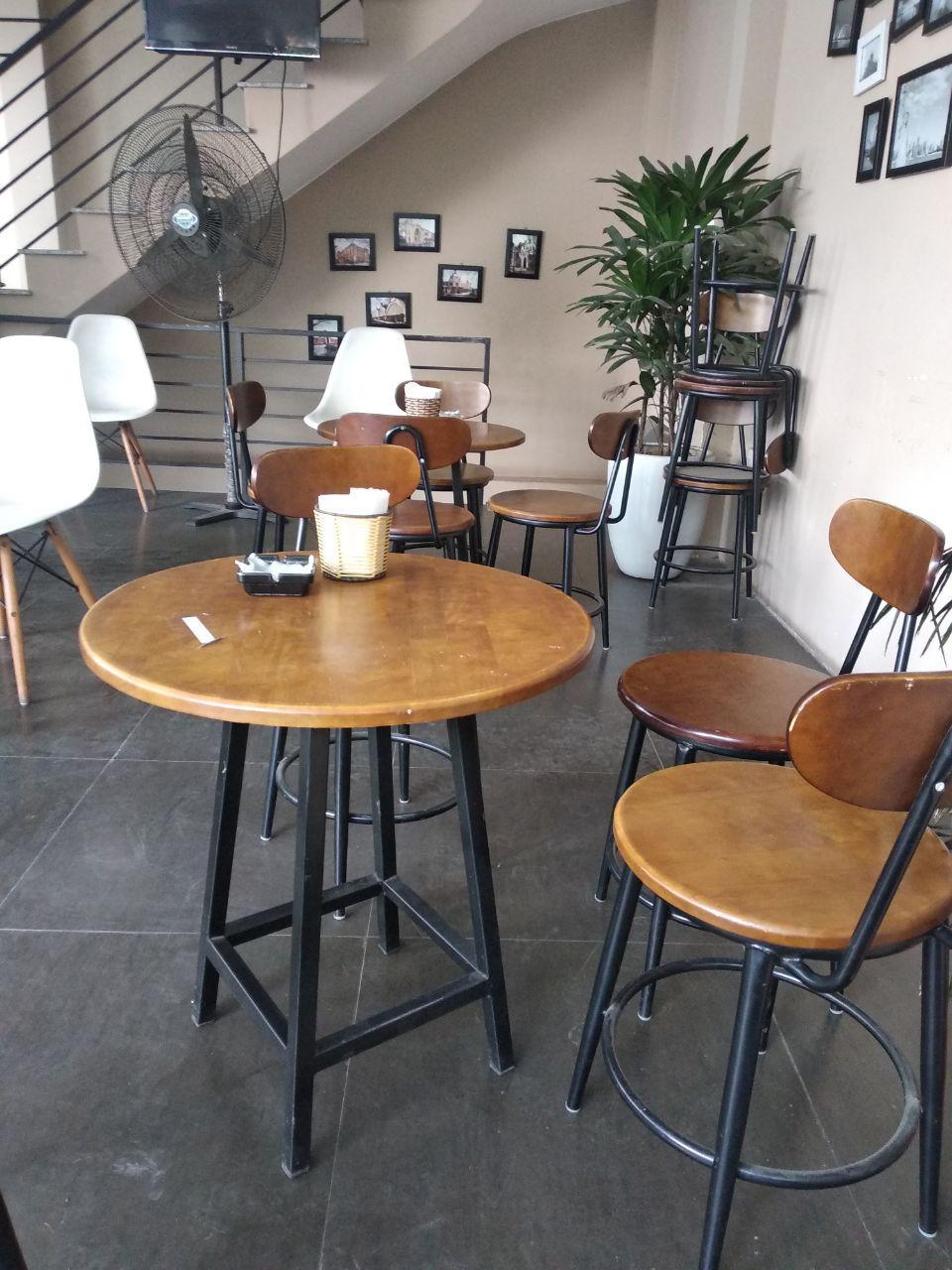 Giao bàn ghế cafe tại Số 1 Hàng dầu-Hoàng-Kiếm Hà Nội