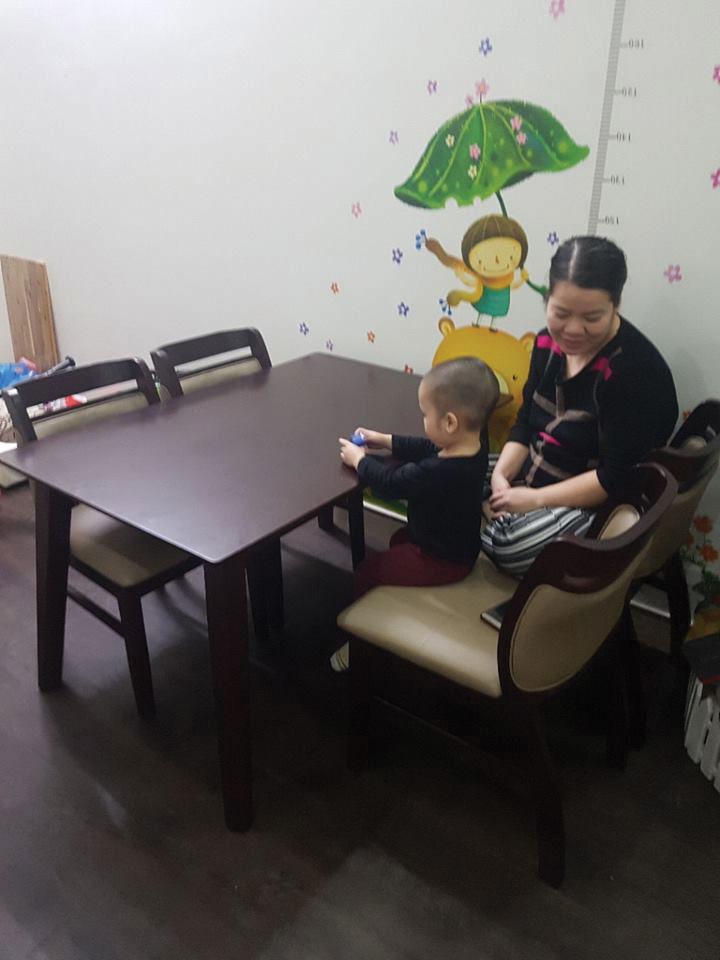 Giao bộ bàn ăn 4 ghế chị ngân Nam Khánh