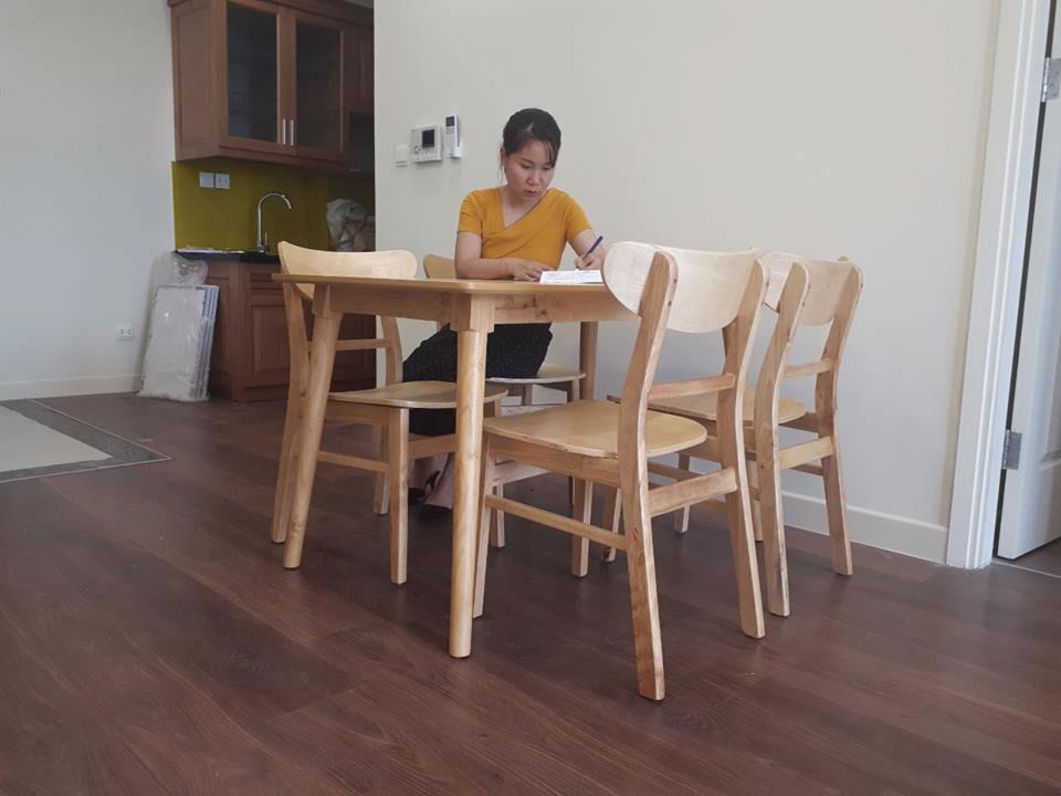 Giao bàn ăn cho chị Liên cầu giấy