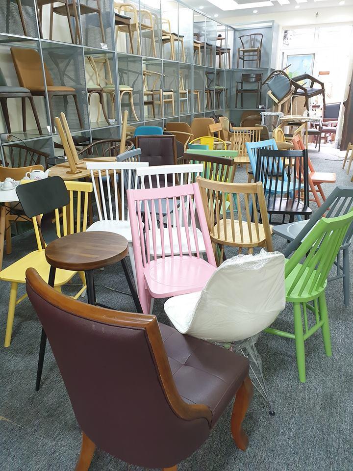 trưng bày bàn ghế ăn bàn ghế cafe tại badovatrưng bày bàn ghế ăn bàn ghế cafe tại badova