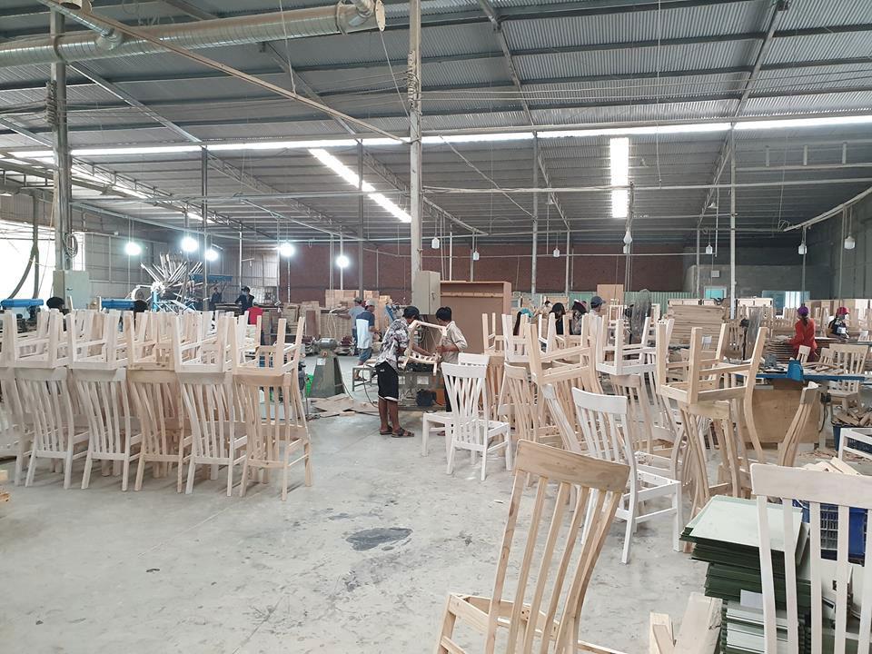 Hình ảnh nhà máy sản xuất bàn ăn