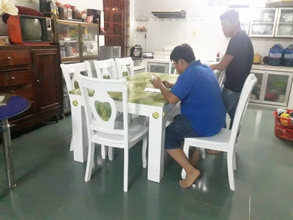 Giao bàn đá 6 ghế cho khách Hoàn Kiếm