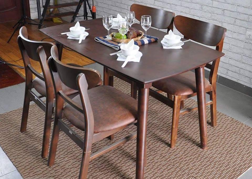 Mẫu bàn 4 ghế màu nâu gỗ sồi nga