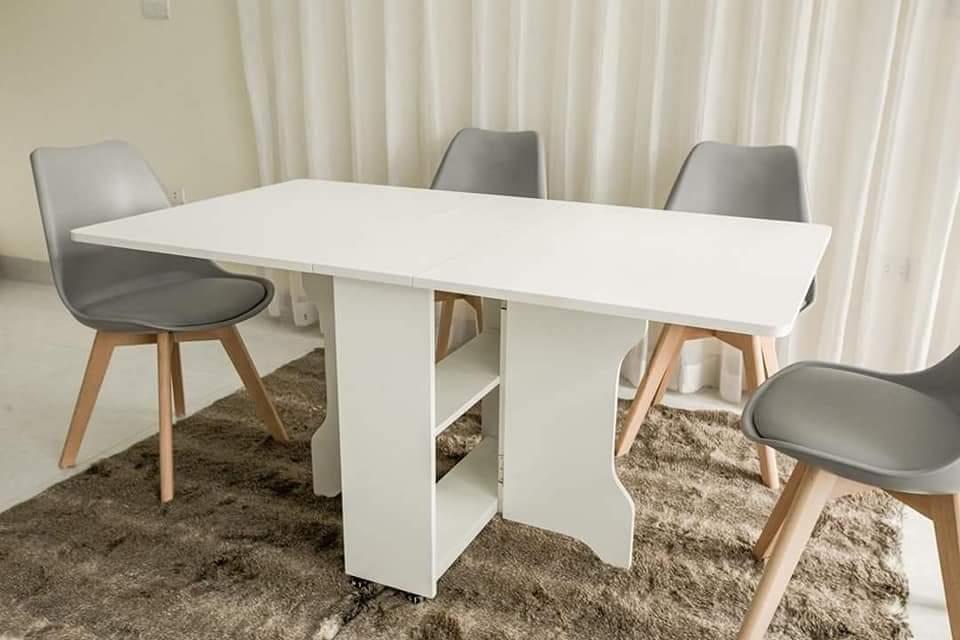 Mẫu bàn thông minh kết hợp với ghế Eames