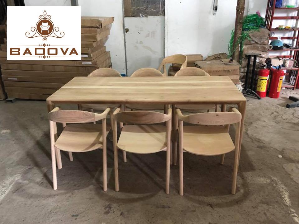 bàn ăn gỗ sồi tự nhiên