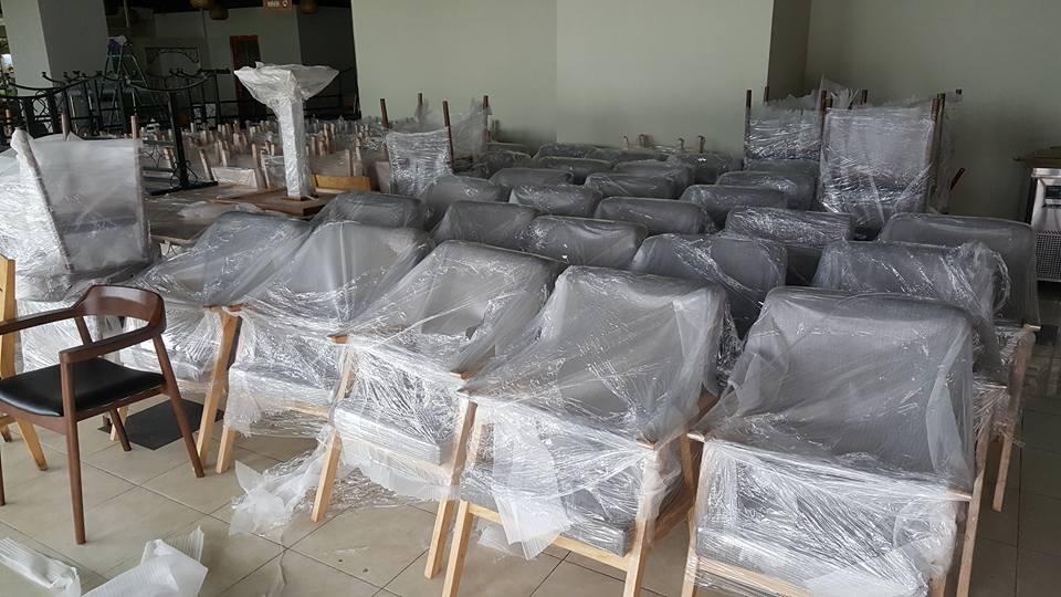 Giao 20 ghế wishbone cho khách hàng tháng 3