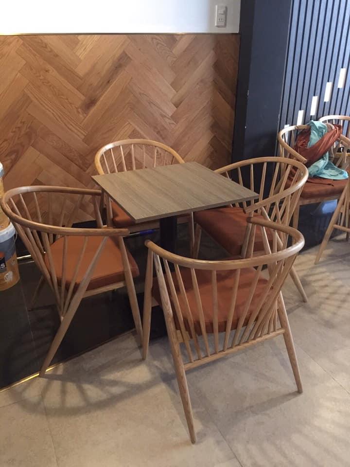 Giao hàng bàn ghế cafe cho khách tháng 3