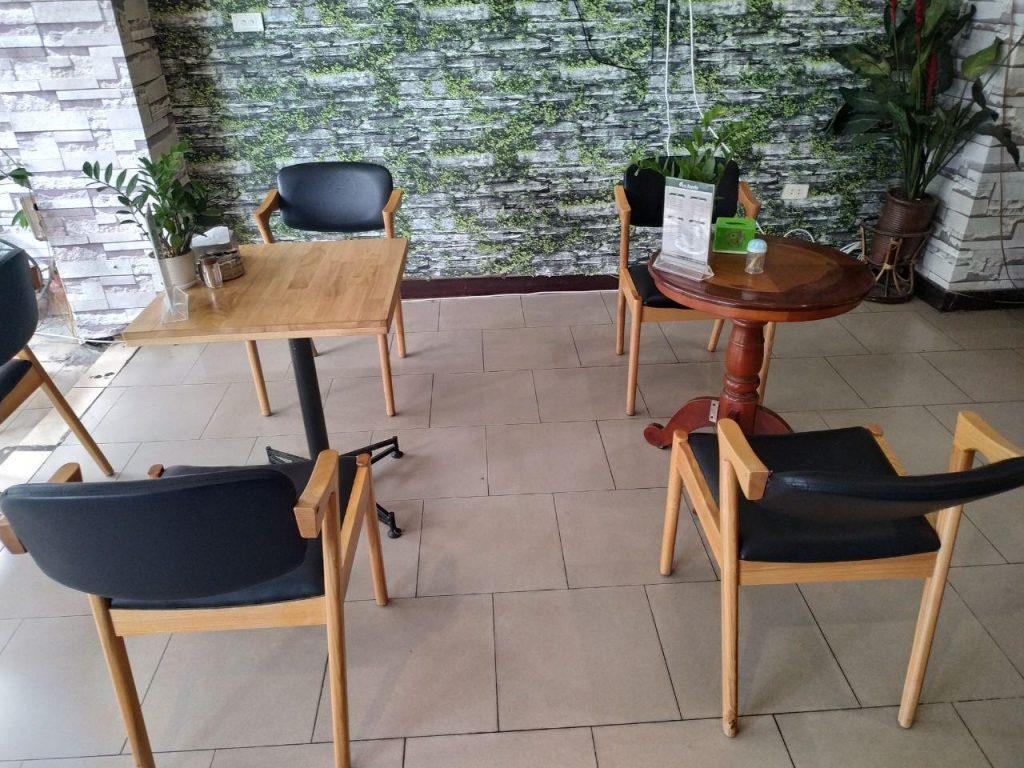 giao bàn ghế cafe cho khách tại 48 phố vọng (1)