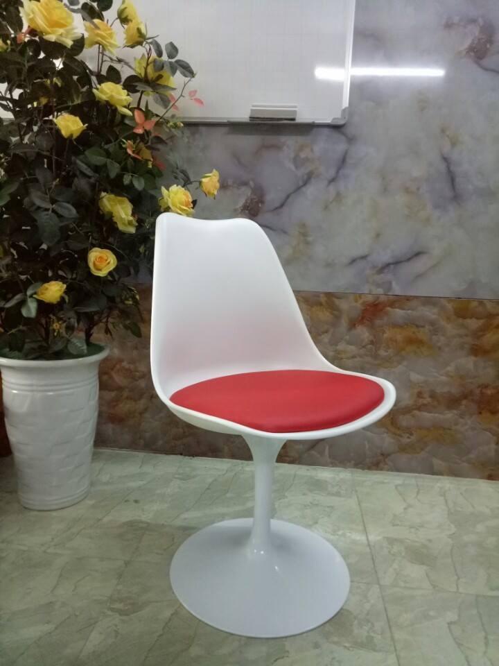 Ghế Tulip Trắng đệm đỏ