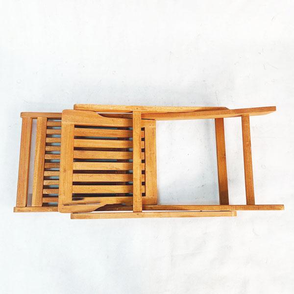 trạng thái gấp gọn của ghế cafe gỗ tràm