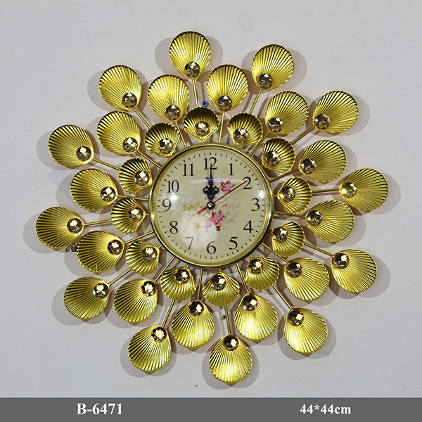 Đồng hồ treo tường B-6471 lấy ý tưởng từ những vỏ sò và ngọc trai mang đến sự độc đáo và khác biệt so với các mẫu đồng hồ khác