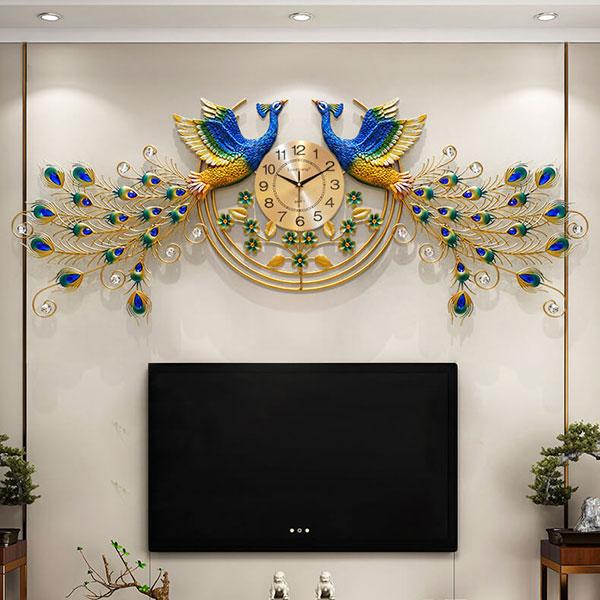 Đồng Hồ Phượng Hoàng có thể treo phía trên của tivi phòng khách hoặc phòng ngủ