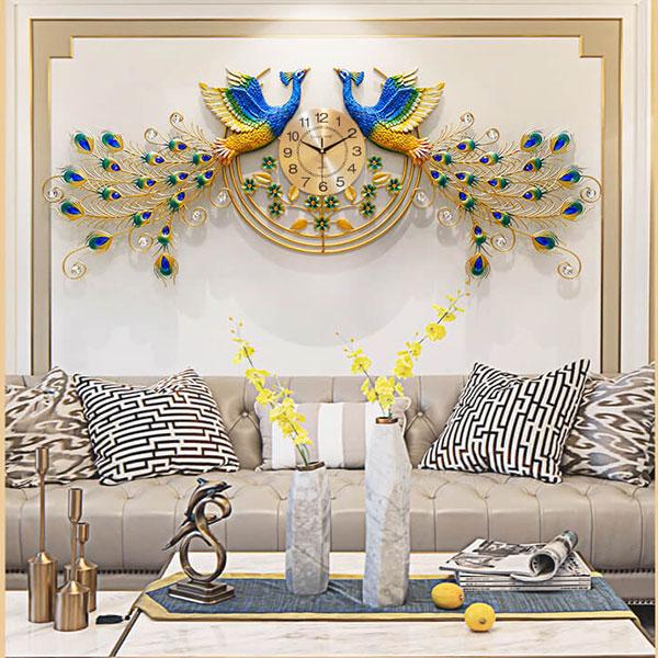Đồng Hồ Đôi Phượng Hoàng có thể được treo phía sau sofa tại phòng khách rất đẹp và sang trọng